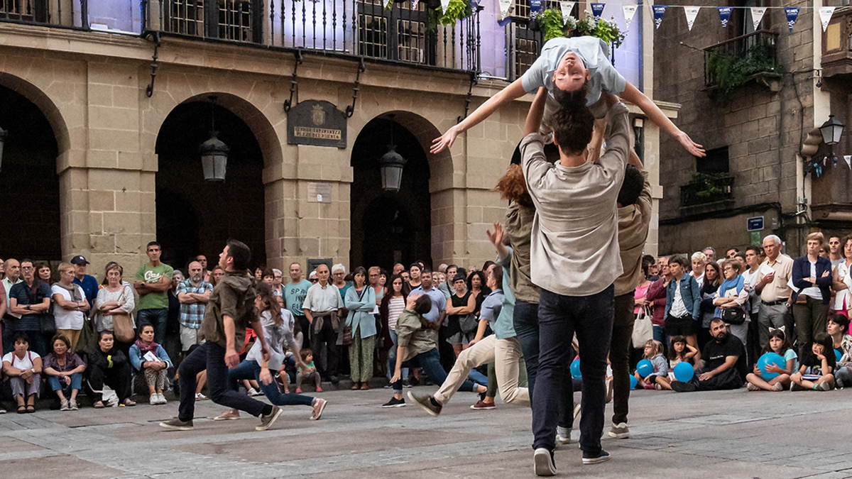 Larart Basoa dantza